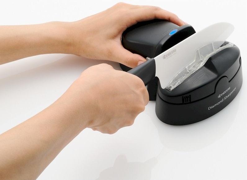 65f1e9326ced78 Vous apprendrez alors dans cet article les gestes à adopter pour conserver le  tranchant de votre couteau et continuer à préparer de bons petits plats sans  ...