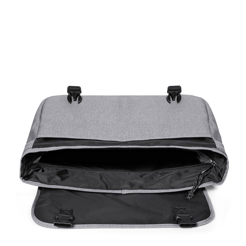 cb4d44807c Par ailleurs, ce sac possède aussi un compartiment principal doté d'une  fermeture à zip pour garantir la sécurité des affaires. Afin que rien ne  bouge, ...