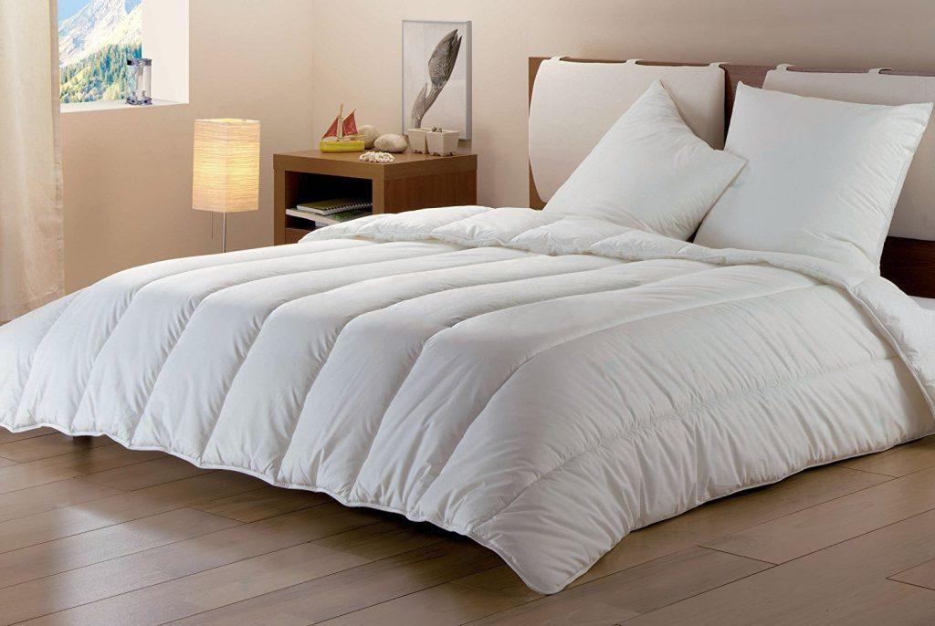 Enfin, pour vous aider à bien dormir, le revêtement de la couette est  agréable au toucher avec une douceur de peau de pêche. 565550fed4b