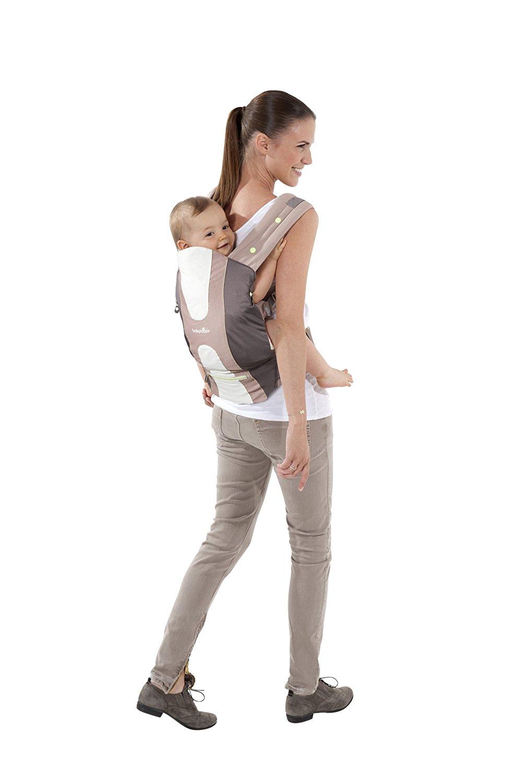 Pour une protection maximale, Babymoov a assorti ce porte-bébé d une  capuche et d une cape anti-UV. c12a92a7433