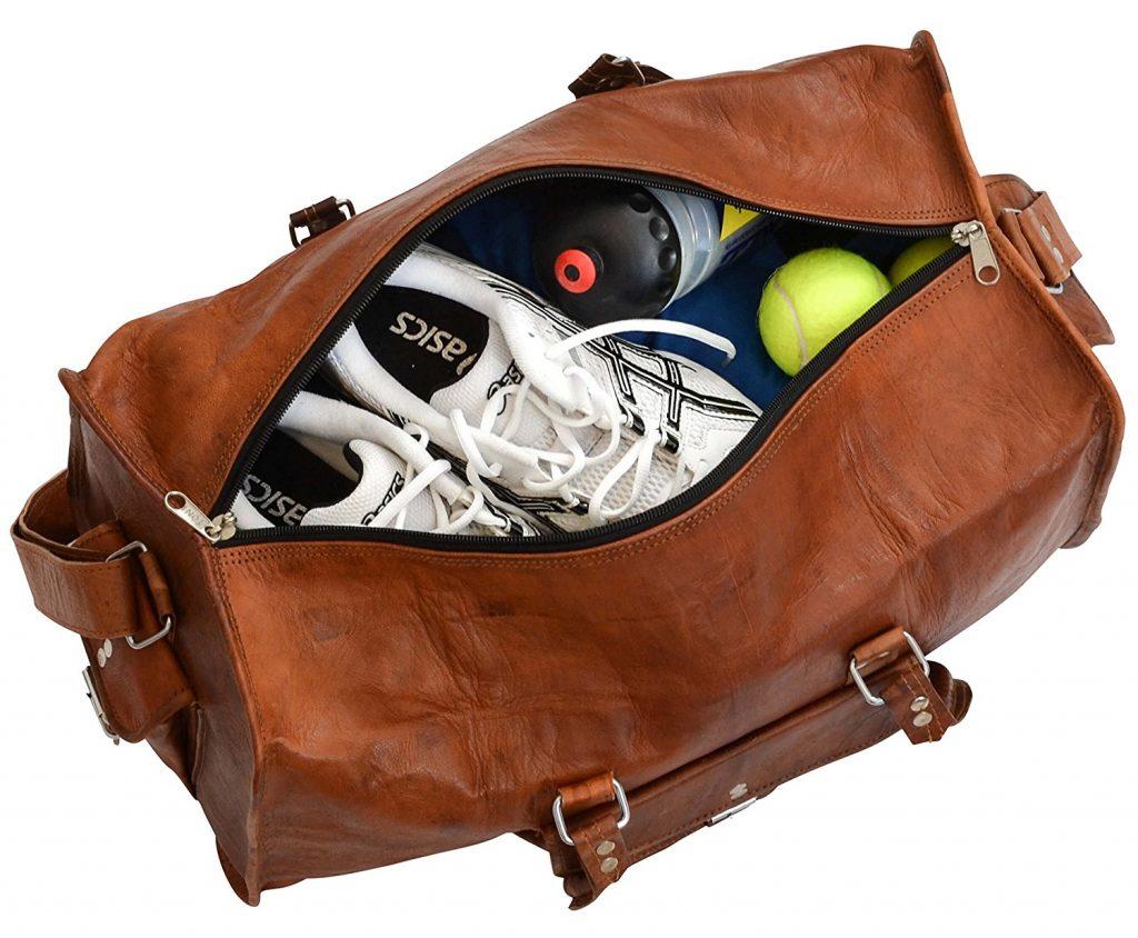 Il convient à tous les styles vestimentaires et trône royalement à côté de  monsieur ou dans le compartiment à bagage en tant que valise de cabine. af787f097b4